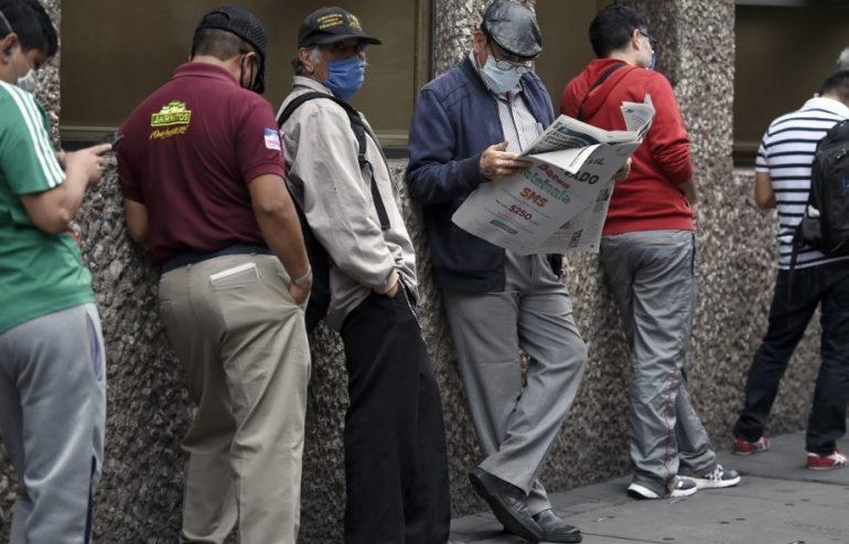 Cerca de 12 millones de mexicanos dejaron de trabajar temporalmente en abril y no busca empleo. | Foto: AFP