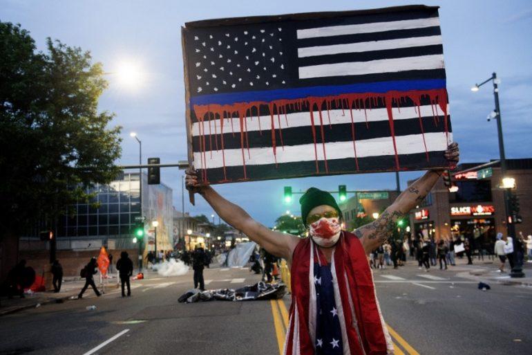 EU vive numerosas protestas por la brutalidad policiaca racista.   Foto: AFP